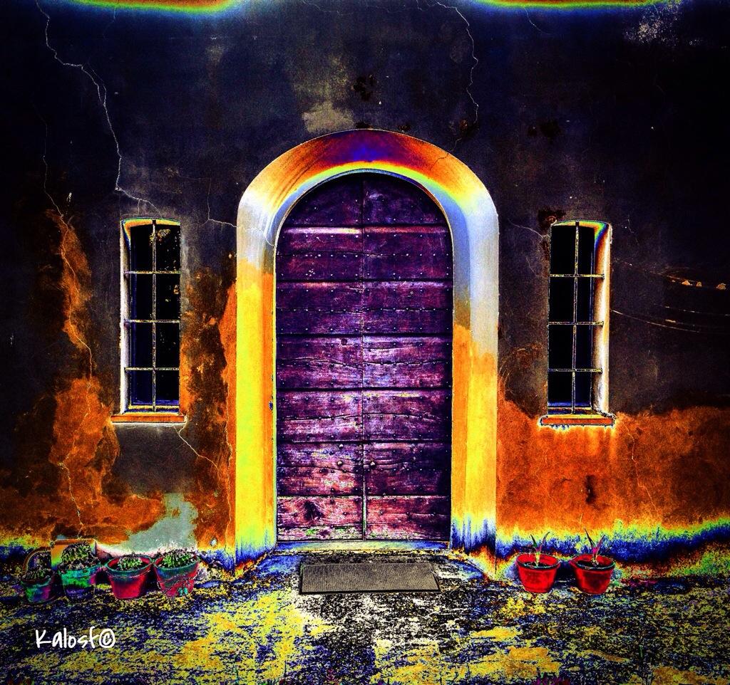 Sei la luce che promana perfino da una porta chiusa kalosf for Porta chiusa